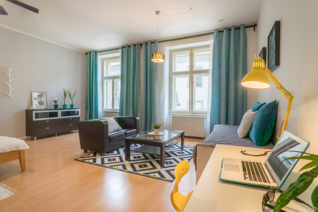 Forest Apartment 200m from Charles Bridge